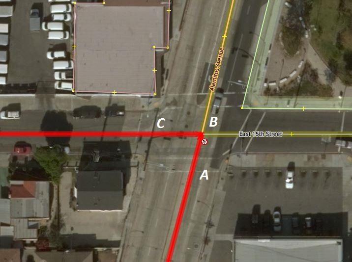 Secuencia vía (A) – nodo (B) – vía (C) en una relación de restricción 'no_left_turn'.